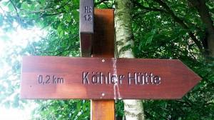 Wegweiser zur Köhlerhütte, 0,2km.